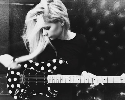 Avril Lavigne playing guitar