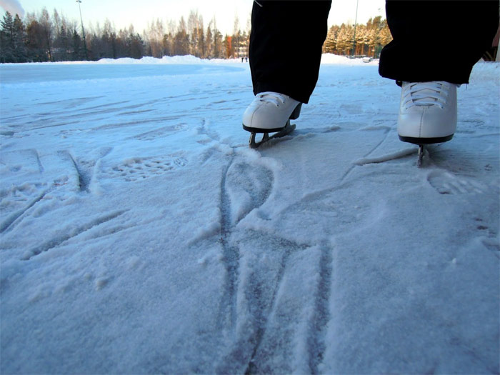 Ice skates close