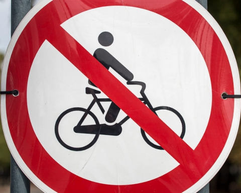 no-bicycling sign
